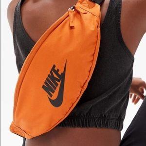 🆕 Nike NWT Sportswear Heritage orange fanny pack